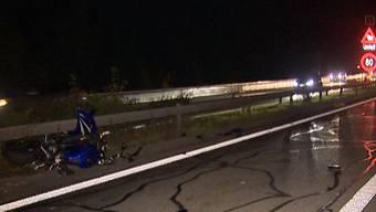 Am Samstagabend ereignete sich auf der A1 zwischen Effretikon und Winterthur ein Verkehrsunfall. Beteiligt waren zwei Personenwagen und ein Motorrad. Der Zweiradfahrer wurde dabei mittelschwer verletzt.