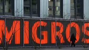 Die Migros erhöht die Löhne im nächsten Jahr um bis zu 0,7 Prozent.