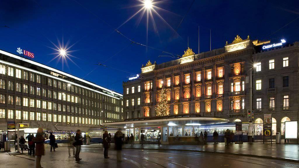 Der Paradeplatz, Zentrum des Schweizerischen Finanzplatzes. Die Zahl der Schweizer Banken ist im vergangenen Jahr erneut gesunken, wie die neuesten Zahlen der Nationalbank zeigen.