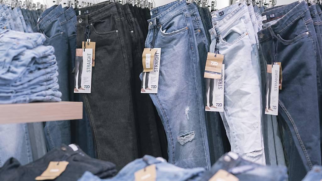 Ladenschliessungen treffen Textilindustrie in Bangladesch