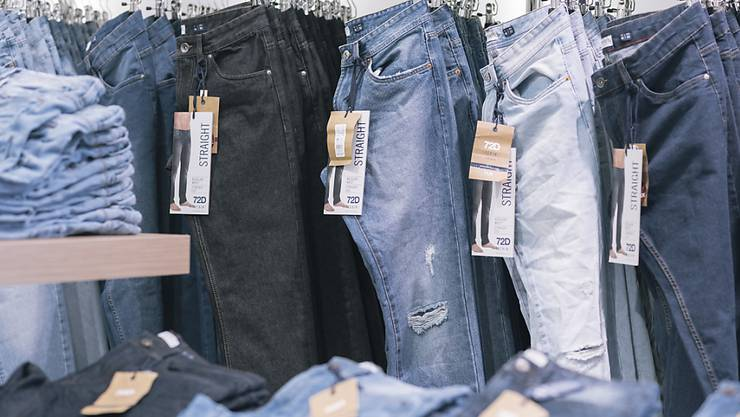 Wegen des Coronavirus müssen in einigen Ländern die Kleiderläden geschlossen bleiben. Das hat auch Folgen für die Textilindustrie in Bangladesch. (Themenbild)
