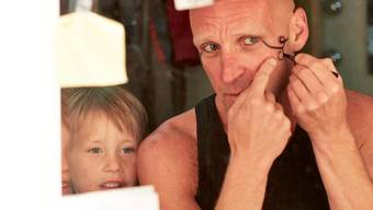 Wenn Bon gross ist, möchte er wie sein Vater Hoschi bei Karl's kühne Gassenschau mitmachen.