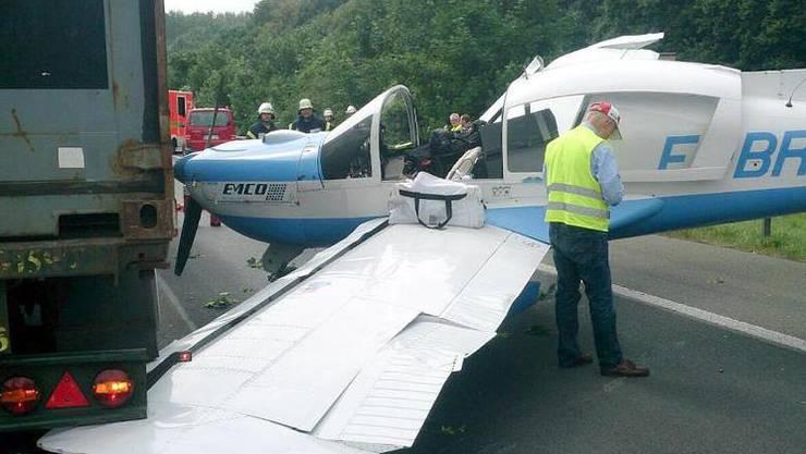 Das Ziel des Piloten war der deutsche Flughafen Nordhorn-Lingen. Wegen eines technischen Defekts landete er aber auf der Autobahn.