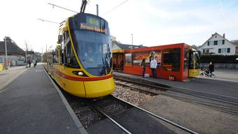 Die heutige öV-Direktverbindung zwischen Leimental (im Bild Bottmingen) und Birstal im 10er-Tram ist wegen des langen Umwegs durch die Stadt unattraktiv. Eine Tramspange zwischen Therwil und Dornach böte neue Möglichkeiten.