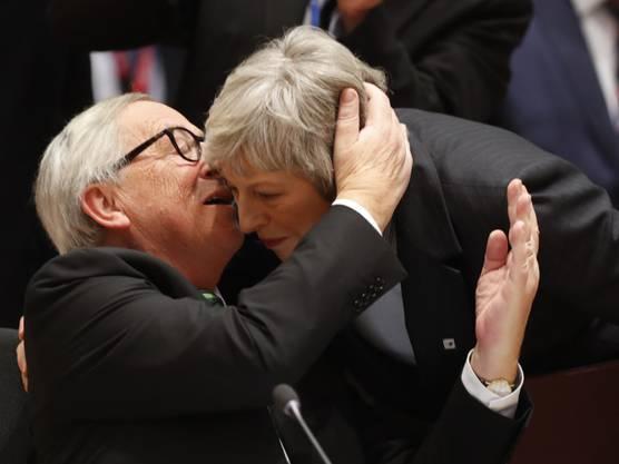 Aber auch der britischen Premierministerin May war Juncker nicht abgeneigt (Aufnahme vom 13. Dezember 2018 in Brüssel).