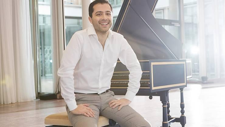 Der iranische Cembalist Mahan Esfahani ist von Konzertbesuchern in Köln zum Abbruch eines Stücks gezwungen worden. Er hält es eher für Banausentum als für Rassismus (Pressebild).