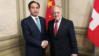 Xingjun Shang bei einem Treffen mit Bundesrat Johann Schneider-Ammann im Jahr 2017.