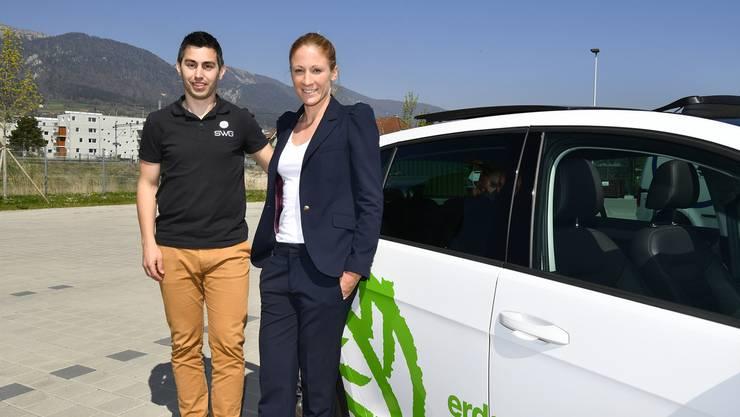 Daniela Ryf, Gewinnerin der Ironman-WM auf Hawaii, Schweizer Sportlerin des Jahres und Erdgas-Botschafterin, zusammen mit Ronny Leuenberger von der SWG.