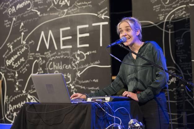 Musikalische Interventionen von Christine Hasler (Lia Sells Fish) Eröffnung 13. Figura Theaterfestival, Alte Schmiede, Baden, 12. Juni 2018.