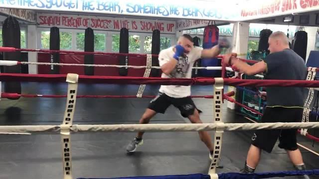 Alexander Nedbei boxt im Schlieremer Ringclub.