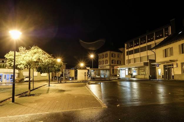 Zuvor soll der Täter bereits auf dem Postplatz mehrere Personen angegriffen haben.