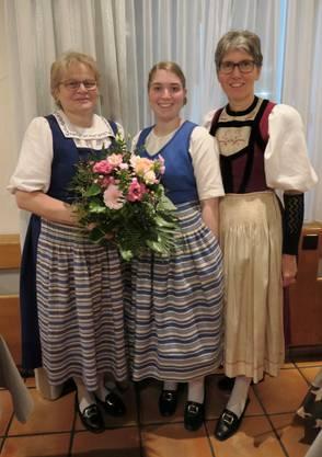 Beatrix Flury (abtretende Vizetanzleiterin), Aline Richard (neue Vizetanzleiterin) und Tanzleiterin Regula Richard