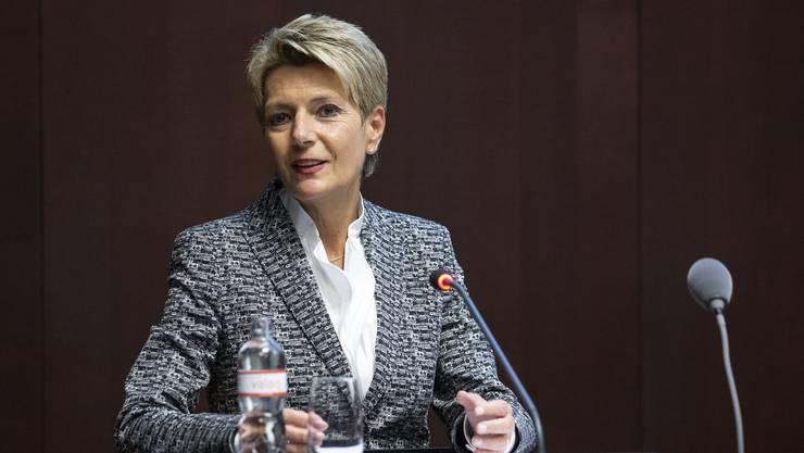 Bundesrätin Karin Keller-Sutter hält nichts vom Verteilmechanismus für Bootsmigranten. (KEYSTONE/Peter Klaunzer)
