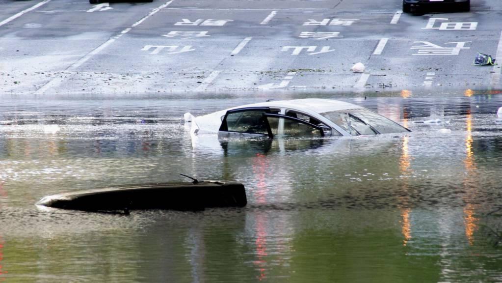 Der Taifun flutete mehrere Strassen wie hier in Sendai im Norden Japans.