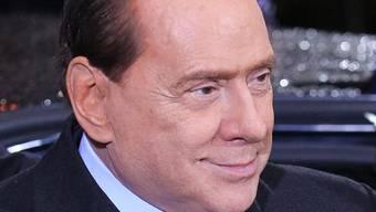 Er mische sich gern unter junge Leute, sagt Silvio Berlusconi (Archiv)