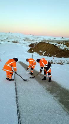 Schneeschaufeln in Neuseeland.