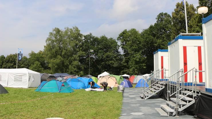 Die ersten Zelte werden auf dem Heitere-Zeltplatz aufgestellt