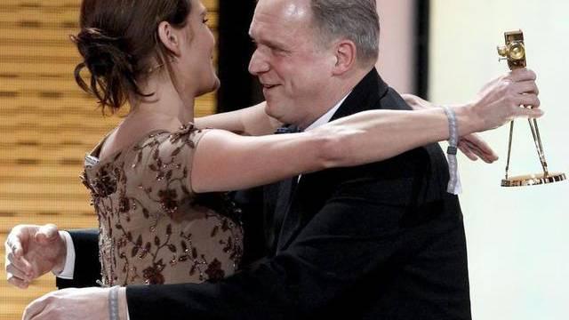 Haben gut Drücken: Anna Loos und Ulrich Tukur erhalten die Goldene Kamera