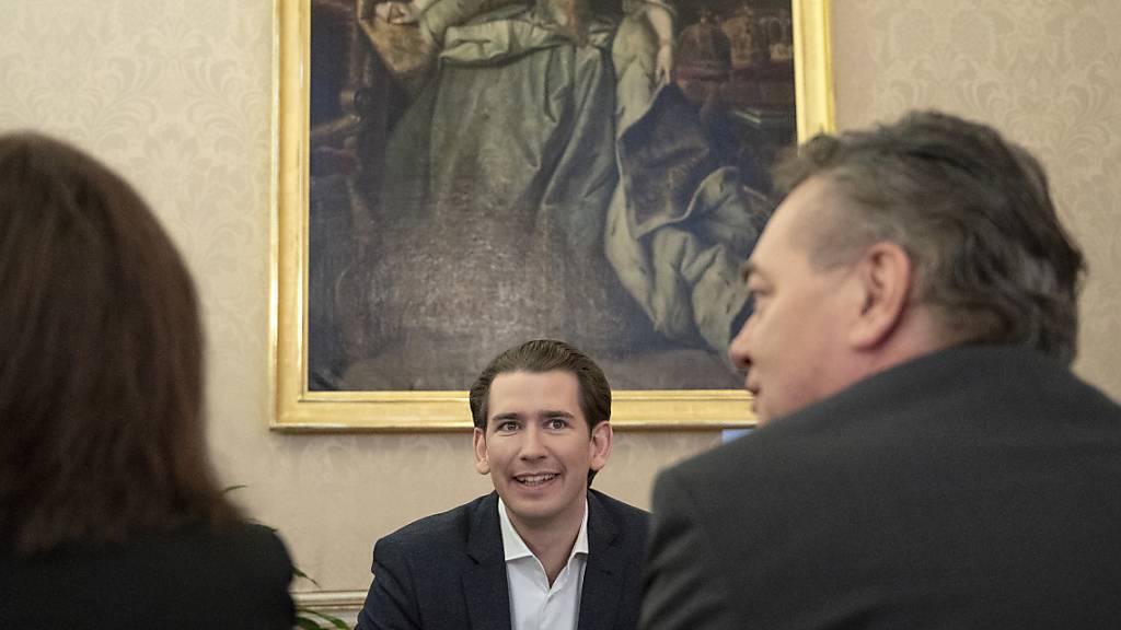 Mögliche Premiere in Österreich: Die konservative ÖVP um Ex-Kanzler Sebastian Kurz (links) steht kurz vor der Regierungsbildung mit den Grünen und deren Chef Werner Kogler (rechts). (Archivbild)