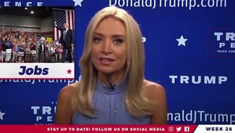 Moderatorin Kayleigh McEnany präsentiert die «Real News» über Trump.