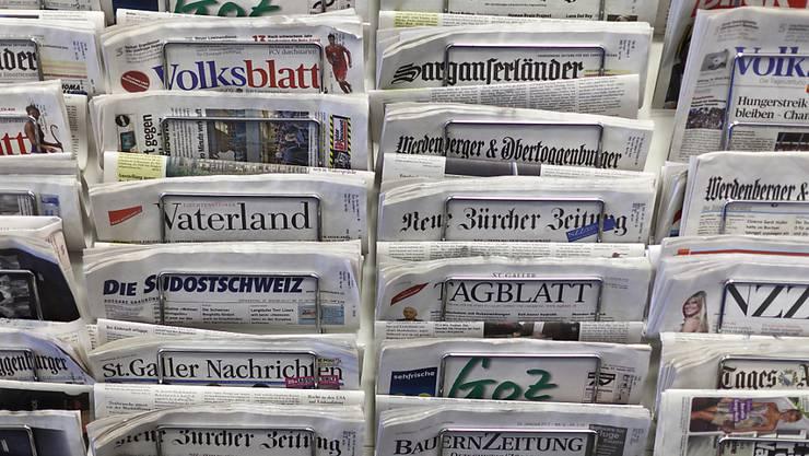 Die Schweizer Zeitungen haben unverändert eine hohe Reichweite. Während die Printausgaben eine stabile Leserschaft aufweisen, sind die digitalen Angebote der Verlage im Aufwind. (Archivbild)