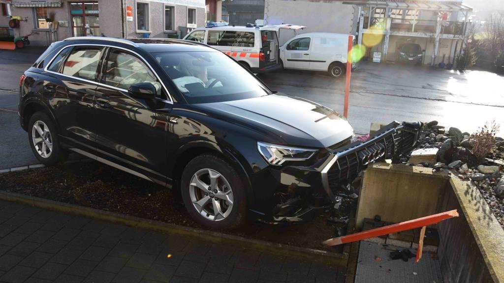57-Jähriger nach Autounfall mit Rega ins Spital geflogen