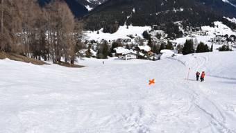 Eine Skifahrerin wurde am Samstagmittag im Skigebiet in Davos regungslos auf dieser Piste gefunden worden. Die Rega flog sie ins Kantonsspital Chur.