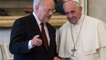 Bundespräsident Johann Schneider-Ammann (links) trifft Papst Franziskus im Vatikan.
