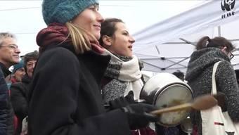 Über tausend Menschen protestierten unter anderem gegen eine mögliche Abschwächung des CO2-Gesetzes durch das Schweizer Parlament.