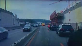 Im Unfall waren drei Fahrzeuge verwickelt.