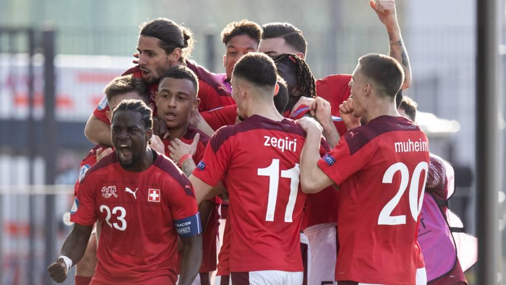 Die Schweizer feiern den Siegtreffer gegen England