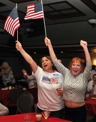 Sie jubeln über Trumps Sieg in Florida, einem der entscheidenden Swing States. Damit wird immer wahrscheinlicher, dass Trump die Wahl gewinnt.