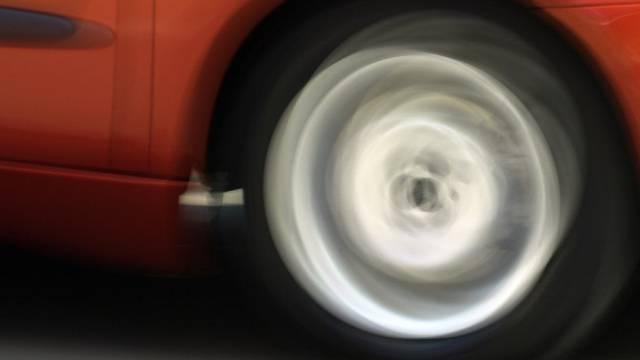 Autofahrer machten ein Rennen in der Tempo-50-Zone (Symbolbild)