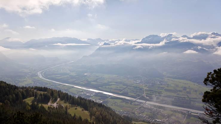 Steigen die Temperaturen, gelangt weniger Wasser in Flüsse wie den Alpenrhein.