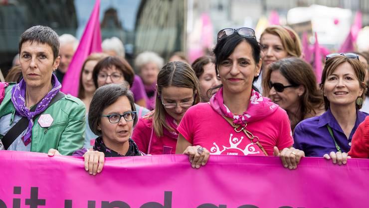 Frauen verdienen in der Schweiz noch immer weniger als Männer. Der Kanton Wallis geht jetzt auch politisch gegen die Ungleichheit vor (Symbolbild).
