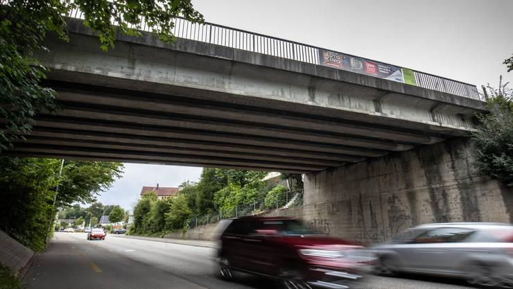 Die Brücke über die T5 wird neu gebaut.