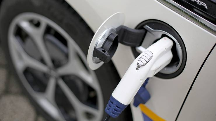 E-Autos sollen dank der Innolith-Batterie deutlich weiter fahren können. (Symbolbild)