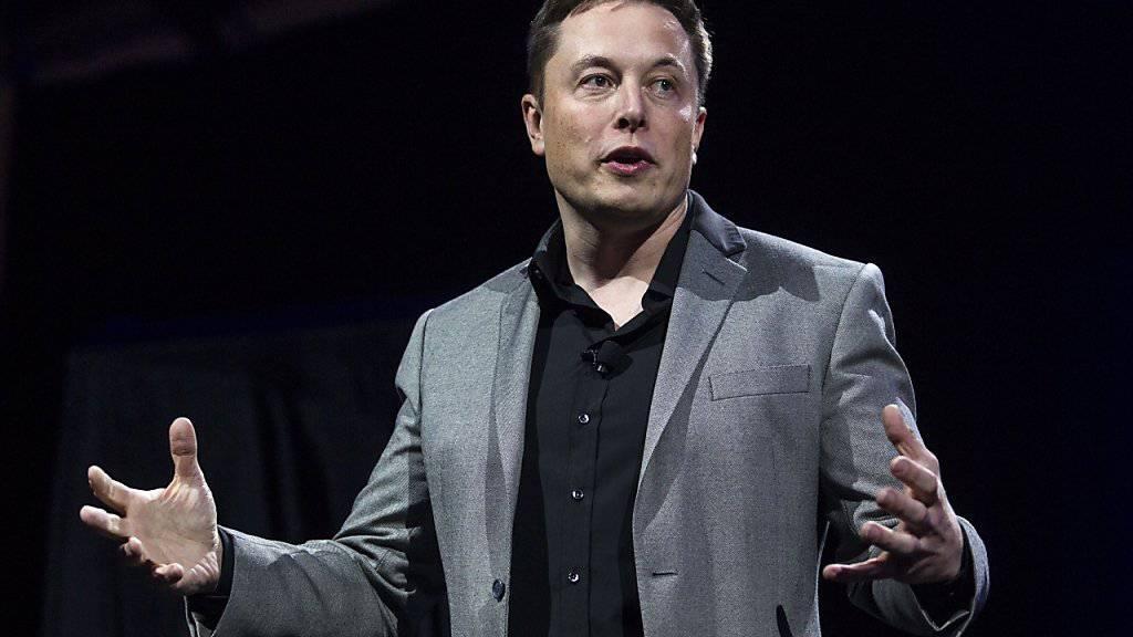 Elon Musk, Chef von Tesla, muss seine Neuheit zurückstellen. (Archiv).