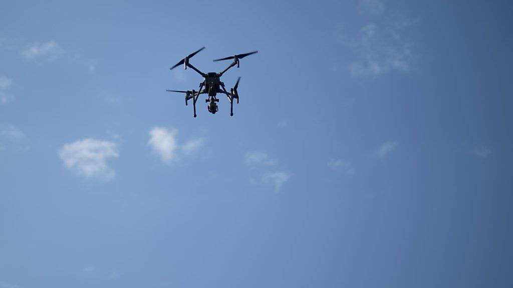 Dass ein Kleinflugzeug und eine Drohne im vergangenen Oktober bei Grenchen SO nicht zusammengestossen sind, war laut der Sicherheitsuntersuchungsstelle Sust «reiner Zufall». (Themenbild)
