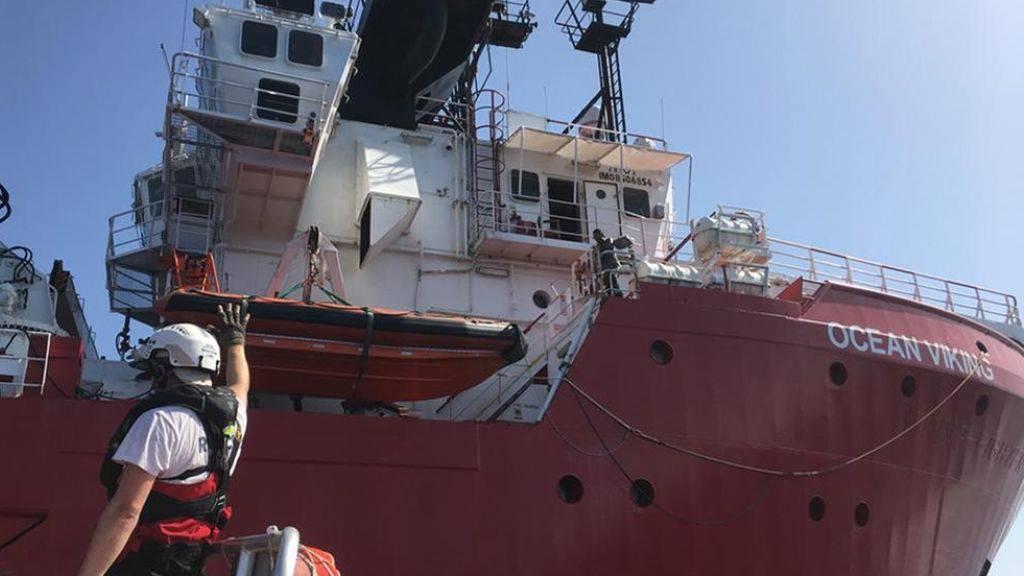 """Die """"Ocean Viking"""" fährt unter norwegischer Flagge und wird von den Hilfsorganisationen SOS Méditerranée und Ärzte ohne Grenzen betrieben. (Archivbild)"""
