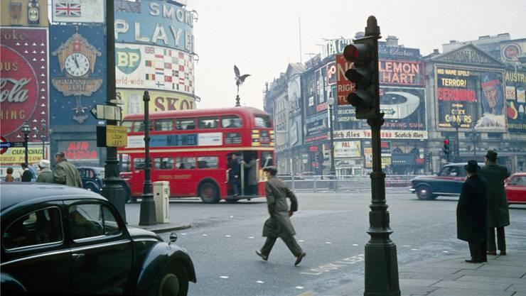 Der Londoner Piccadilly Circle in den 60er-Jahren: jener Zeit, als Mario Vargas Llosa in der Weltstadt lebte.