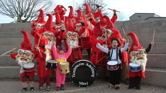 Diese Kinder haben sichtlich Freude am Trommeln. ZVG