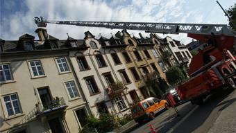 Brände machen nur noch 10 Prozent der Basler Feuerwehreinsätze aus. Andere Aufträge, wie diese Bergung eines Storchennests 2011, füllen die Lücke.