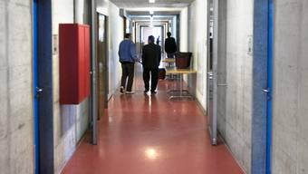 Die Empfangszentren - im Bild Basel - registrieren zurzeit 50 % mehr Asylsuchende (Archiv)