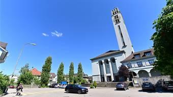 Die Parkplätze vor der Treppe zur Friedenskirche sollen weg, fordert das Frauenstreik-Komitee. Bruno Kissling