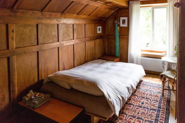 Einfach eingerichtetes Zimmer.
