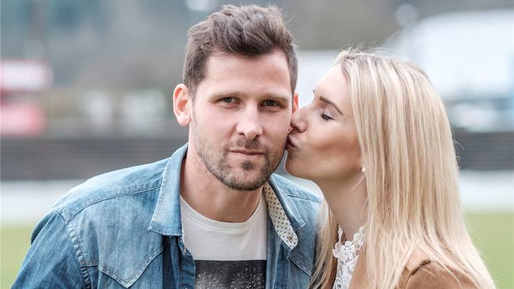 Stéphane Besle mit Freundin Romina Hungerbühler im Brügglifeld.