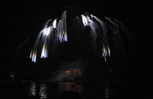 Das Feuerwerk Big Bang in Biel wurde zu Musik choreografiert und begeisterte Tausende am und auf dem See_17