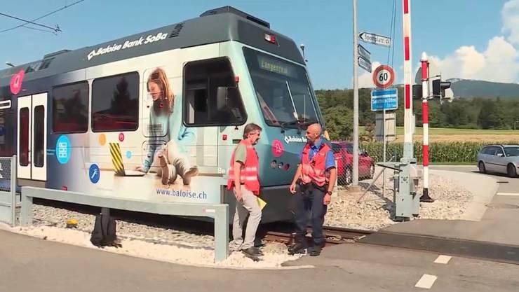 Der Unfall ereignete sich beim Bahnübergang in Flumenthal.