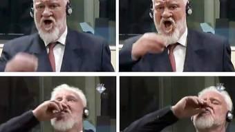 Überwachungsbilder aus dem Gerichtssaal zeigen, wie der bosnisch-kroatische Ex-Militärkommandat Slobodan Praljak das Gift Zyankali zu sich nimmt.